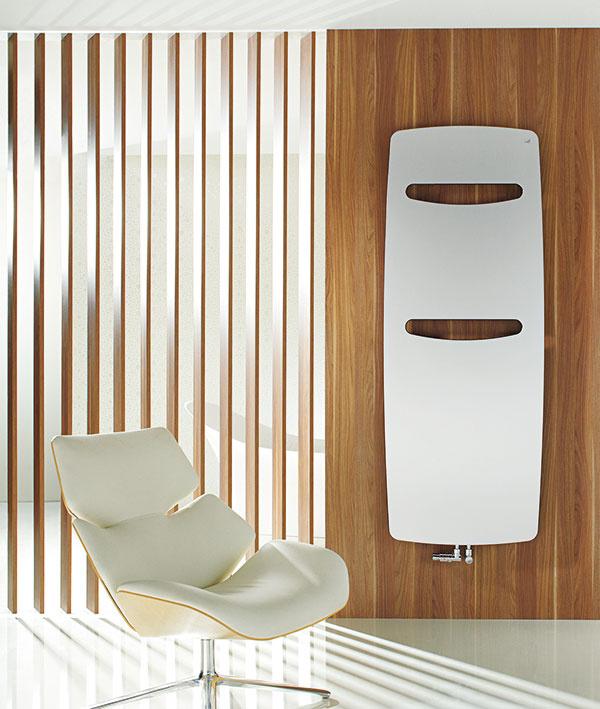 Inšpirované prírodou. Neobvyklý, takmer organický tvar radiátora Zehnder Vitalo je vhodným doplnkom modernej kúpeľne. Jeho extrémne subtílna forma a inovatívne funkcie ako týždenné a denné programovanie či časovač z neho robia nielen estetický, ale aj funkčný kúsok.