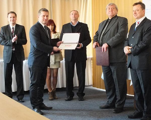 Ing. Rastislav Kostka, obchodný riaditeľ spoločnosti Tatramat – ohrievače vody, si prevzal ocenenie za tepelné čerpadlo na prípravu teplej vody TEC TM.