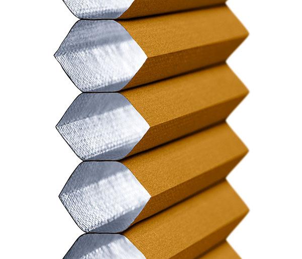 Dvojito plisovaná roleta má na vnútornej strane hliníkovou vrstvu, ktorá zlepšuje jej tepelno-izolačné vlastnosti. Vyberať môžete z 9 farieb.