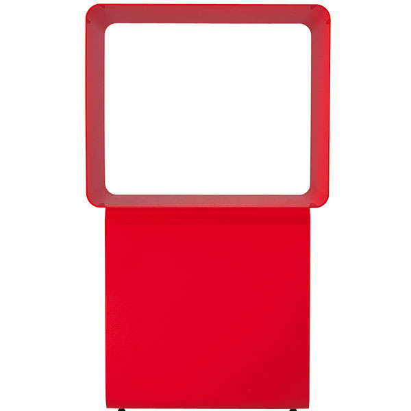 Dadi, vyrába Desalto, dve pootočené kocky, lakovaná oceľ, lesklá biela ačervená, matná čierna, 36 × 36 × 61 cm, od 397 €, Triform