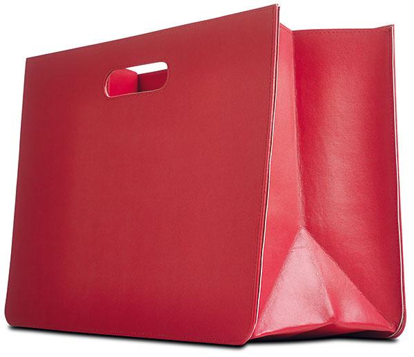 Taška, červená, svetlosivá alebo čierna, 29 × 40 × 18,5 cm, 29 €, BoConcept, Light Park