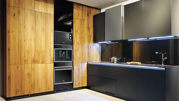 Kuchyňa s dubovým drevom, v ktorej sa spája moderné s tradičným