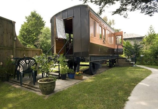 Staré vlakové vozne prerobili na útulné dovolenkové bývanie