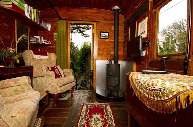 Z bývalého vlakového vozňa je chatka