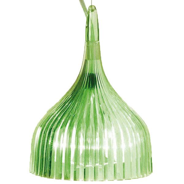 Kartell É, možnosť používať viac kusov naraz v rôznych farbách, priemer 13,5 cm, výška 15,5 cm 70,25 €/ks, www.designpropaganda.cz