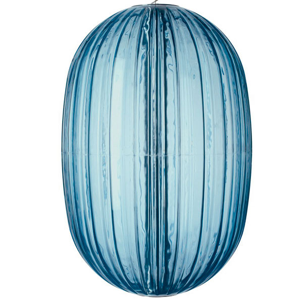 Foscarini Plass, polykarbonát, priemer 75 cm, výška 115 cm, 2 561 €, www.designpropaganda.cz
