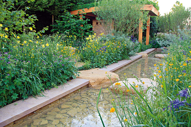 Aj záhrada na vidieku môže mať trendovú amodernú podobu
