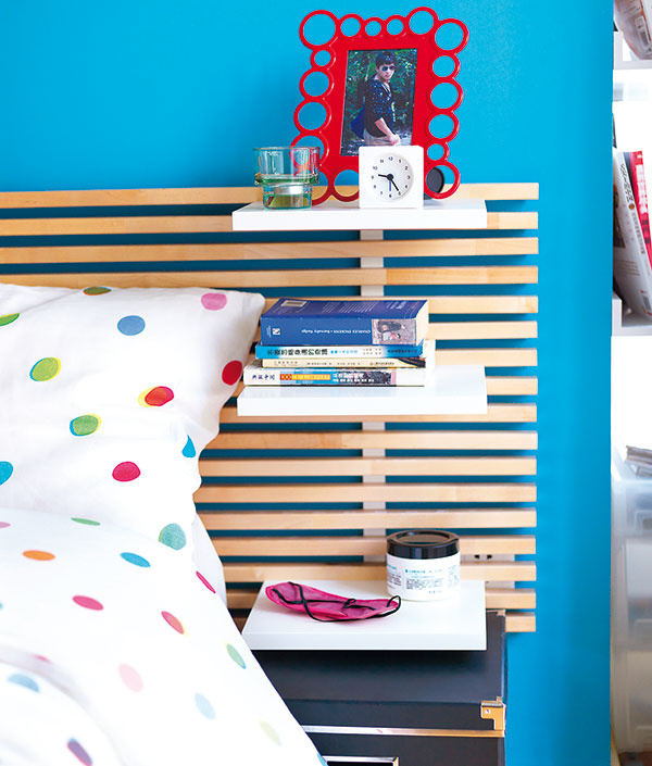 Čelo postele MANDAL, 240 × 28 × 62, na postele so šírkou do 160 cm, brezový masív, priehľadný akrylový lak, polica – drevovláknitá doska, akrylová farba; 99,90 €, IKEA