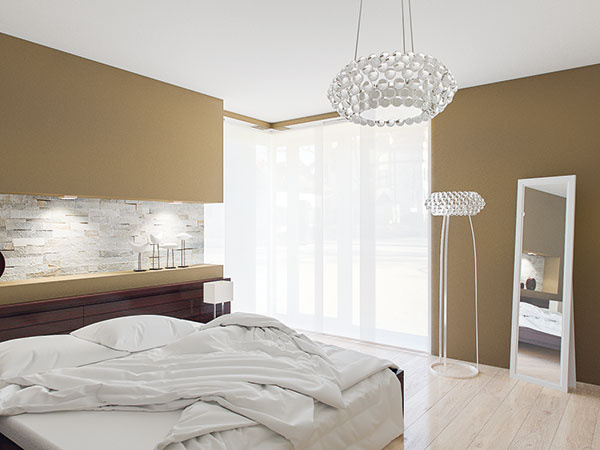 Svetlo na rôzne príležitosti  Okrem lustra astojacej lampy sú vmiestnosti aj ďalšie zdroje svetla. Samozrejme, pri posteli nesmú chýbať nočné lampy, ktoré dopĺňajú bodové svetlá vnike za jej záhlavím. Viaceré zdroje svetla totiž umožňujú vytvoriť vspálni atmosféru presne podľa potreby – či už si chcete vybrať niečo na seba, odpočinúť si, čítať, alebo si užiť chvíľu romantiky.