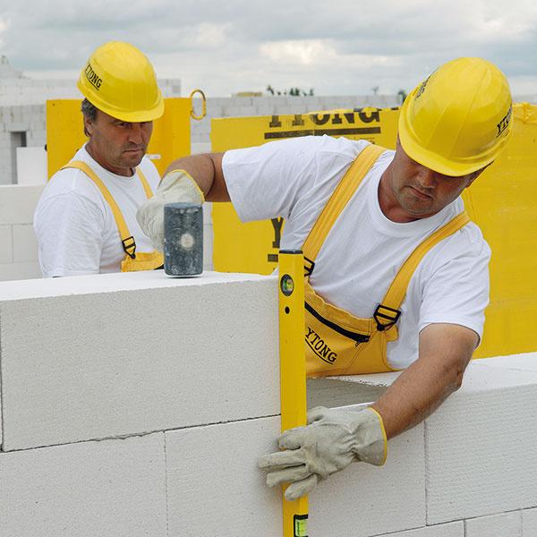 Kontrola osadenia tvárnic vodováhou vo vodorovnom aj zvislom smere azrovnanie polohy poklepom gumeným kladivom.