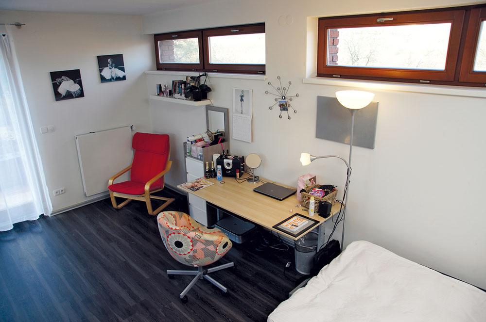 Vdetských izbách nájdete praktické vinylové podlahy, ktoré sú na nerozoznanie od dreva. Zariadenie zodpovedá vkusu detí zéry mobilných sietí apočítačových hier.