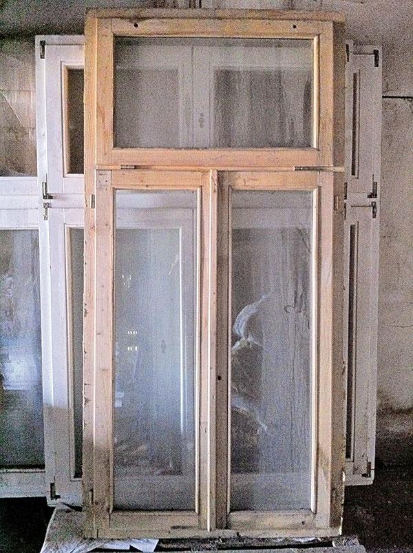 Okná, kúpené cez internetový bazár, pomohli architektovi ušetriť nemalé náklady.