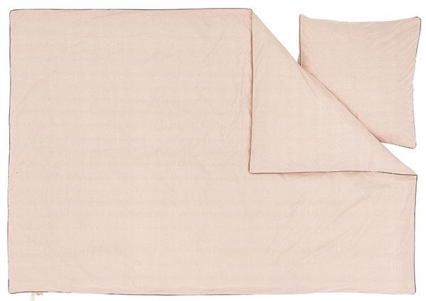 Posteľná bielizeň Little dot, 140 × 200 cm + 63 × 60 cm, 95 €, www.fermliving.com