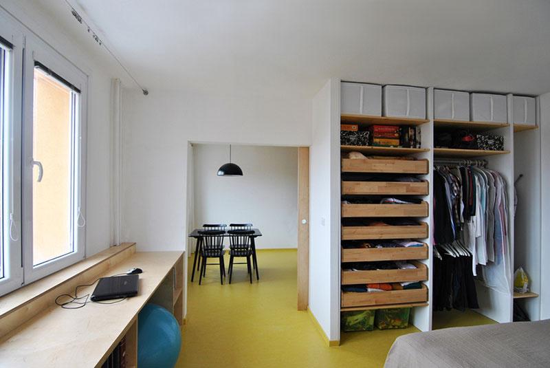 V spálni nesmie chýbať veľká vstavaná skriňa s dostatkom úložných priestorov.