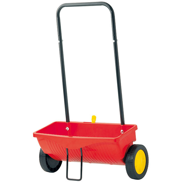 Posypový vozík WE 330, záber 41 cm, objem 15 l, zásobník zantistatického plastu, kovová oporná noha zabraňuje prevrhnutiu pri plnení, posuvný dávkovací mechanizmus umožňuje presné nastavenie hustoty posypu, akciová cena 23,10 €, Mountfield