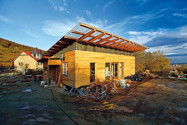 Prístrešok nie je poslednou Sokratovou dostavbou. Architekt by chcel časom dom dostavať do tvaru L.
