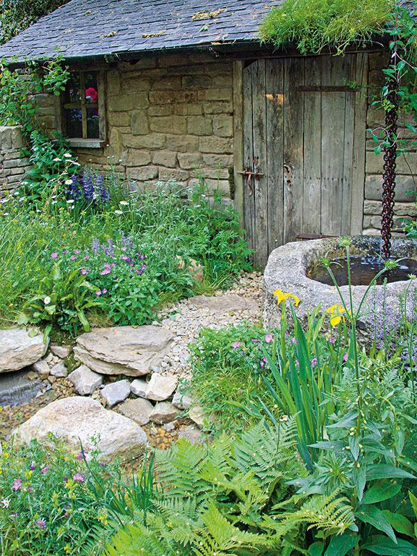 Voda prináša do záhrady život. Vďaka nej sa rozšíri aj spektrum rastlín, ktoré skutočne krásne kvitnú.