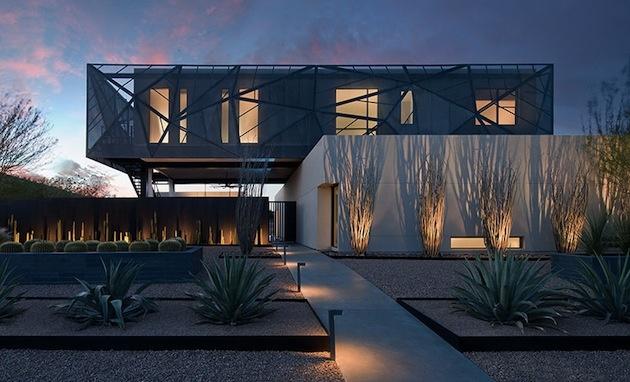 Provokatívny moderný dom budí obdiv vo vyprahnutej krajine