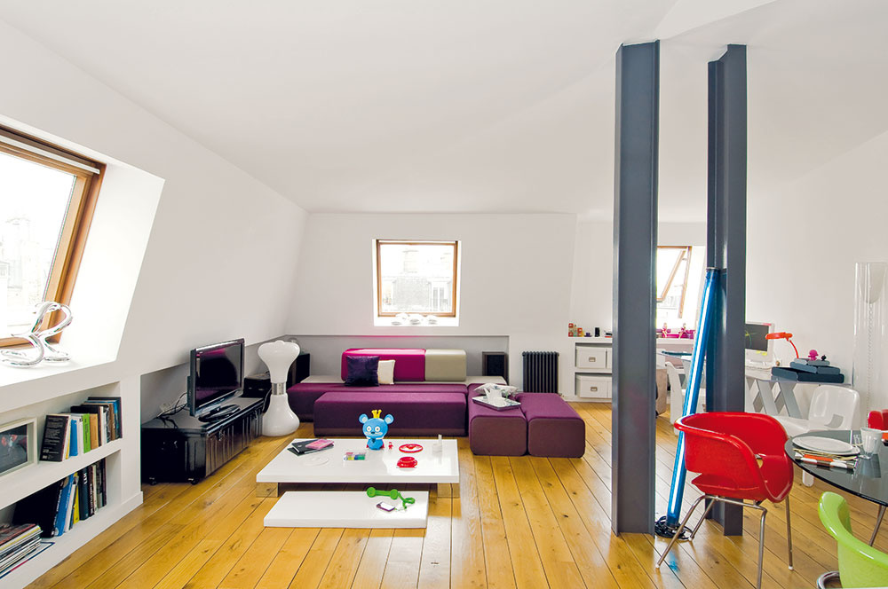 Podkrovný byt, ktorého zariaďovanie by iných odradilo, prijala ako výzvu