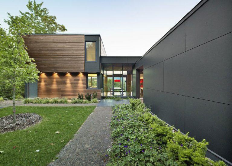 Moderný víkendový dom v tvare T