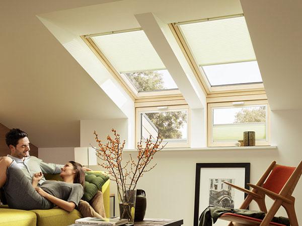 Pri nízkom sklone strechy je vhodné pridať doplnkové okná do vertikálnej polohy