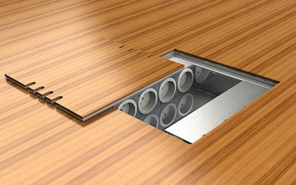 Vďaka prekrytiu veka potrebnou krytinou sa stane podlahová zásuvka v interiéri takmer neviditeľná.