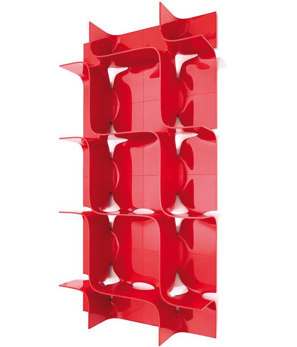 Modulový regál Magis Tide, dizajn Zaha Hadid, 45 × 45 × 25 cm, 110,49 €/1 modul, www.designpropaganda.com