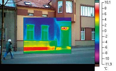 Nezateplený sokel má v dôsledku úniku tepla výrazne vyššiu teplotu ako zateplená stena nad ním. V dôsledku nezatepleného sokla sa nedajú dosiahnuť výrazné úspory na vykurovaní a navyše tu hrozí kondenzácia.