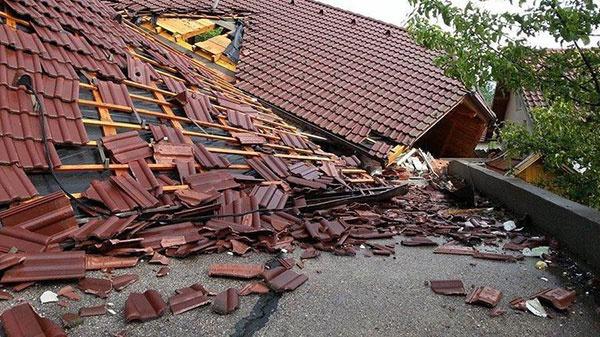 Tondach podporí obete povodní na Balkáne škridlami na cca 100 striech