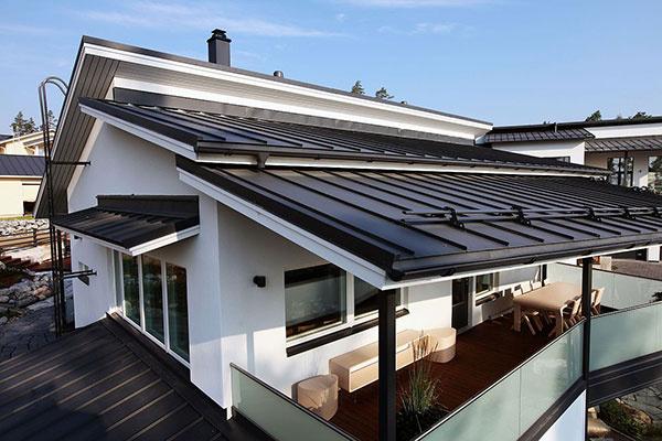 Škandinávske domy majú farebne zladené odkvapy a ďalších prvky so strechou