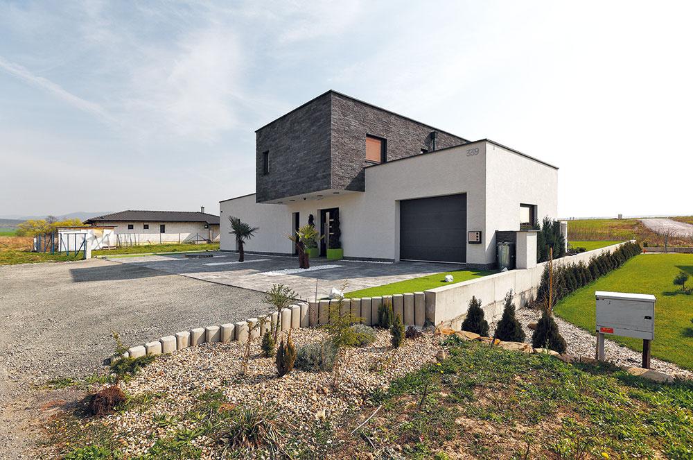 Minimalistický dom pri Prešove, do ktorého vtesnali všetko potrebné