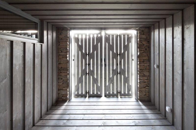 Okenice prinášajú do moderného interiéru nádych ľudových tradícií