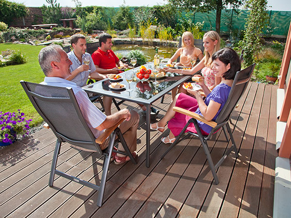 Odborník radí – ako si vybrať kvalitný záhradný nábytok a nepopáliť sa