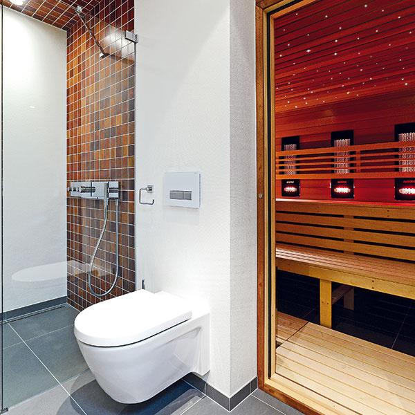 Všetky toalety vbyte majú systém recirkulačného odsávania pachov – podomietkový splachovací systém Geberit Duofresh so zabudovaným ventilátorom odsáva znečistený vzduch priamo zmisy. Vzduch potom prechádza cez filter zaktívneho uhlia ukrytý vtlačidle acez tlačidlo sa vracia späť do miestnosti.