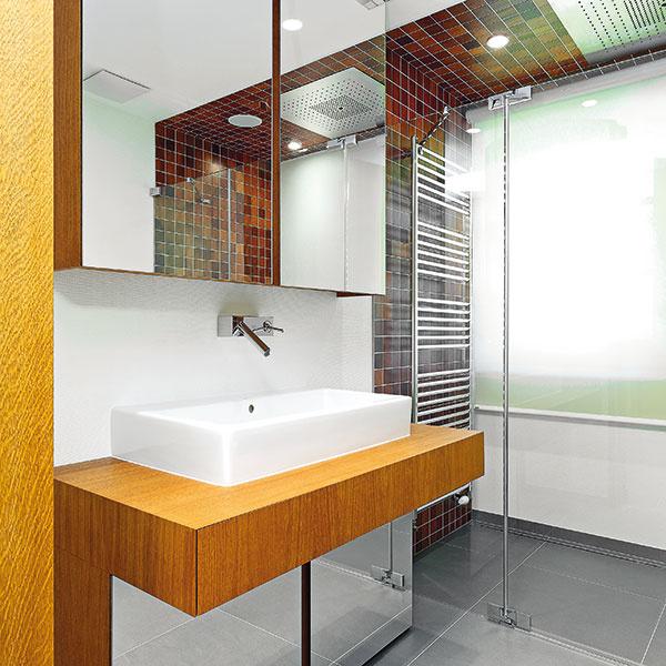 Skrinky pod umývadlom opticky rozširujú, odľahčujú priestor aponúkajú odkladaciu plochu.
