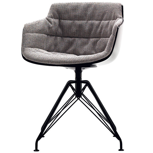 Zvodnú krásku Flow Slim možno vyhlásiť za adaptáciu legendárnej Eamsovej stoličky pre 21. storočie. Technologicky, esteticky ikonštrukčne zodpovedá najprísnejším nárokom dneška. Jej autorom je francúzsky architekt Jean-Marie Massaud, ktorý na nej pracuje už niekoľko rokov, pričom ju neustále vylepšuje vštýlových variáciách. Stolička je podobne ako iné jej predobrazy založená na celistvej škrupine sedadla zplastu; môže byť doplnená viacerými druhmi podnoží aoväčší komfort sa postará dostupná čalúnená verzia. Od 220do1185 € (podľa podnože ačalúnenia), MDF ITALIA, predáva Kabinet (www.kabinetkabinet.sk).