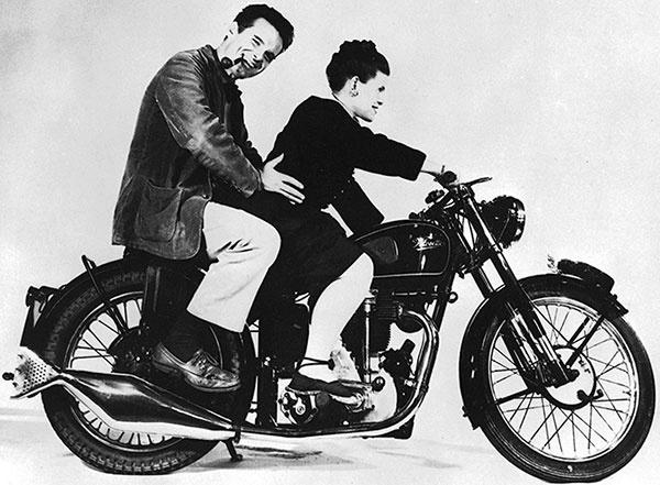 Manželia Ray (1912 – 1988) aCharles (1907 – 1978) Eamesovci americkí dizajnéri