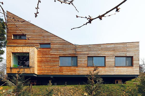 Natrieť či nenatrieť drevenú fasádu?