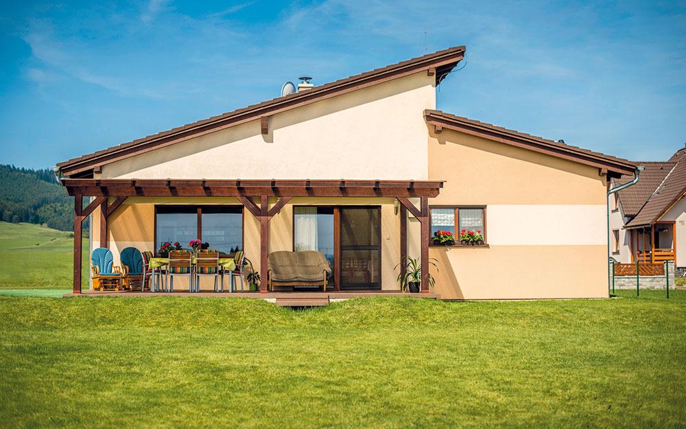 Nízkoenergetický bungalov z dreva splnil rodinné očakávania