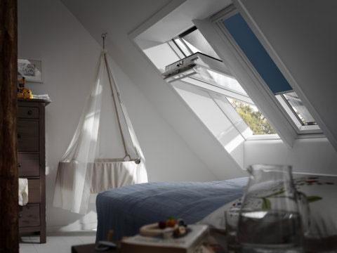 Kombinácia vonkajšej markízy s úplne zatemňujúcimi vnútornými roletami zaistí pokojný spánok aj pre tých najmenších.