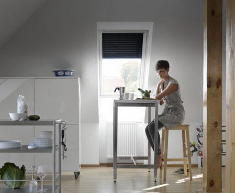 Vonkajšia roleta dokáže zachytiť až 97 % tepla zo slnečných lúčov pred dopadom na sklenú tabuľu okna.