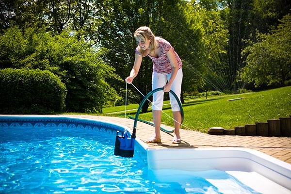 Ak voda zozelenie alebo sa zakalí, zvoľte vhodné prípravky. Bude opäť krásne čistá.