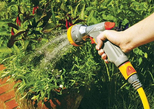 Ako sa správne starať v lete o trávnik