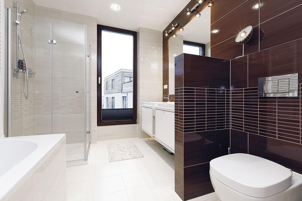 Kúpeľne, ktoré vbyte už boli, sa domácej panej páčili farebne aj štýlom. Boli dokonca jednou zvecí, čo ju presvedčili kúpiť práve tento byt.
