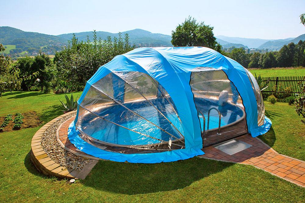 K dodaniu sú aj jednoduchšie prenosné zastrešenia, ktoré sú vhodné aj pre nadzemné bazény.
