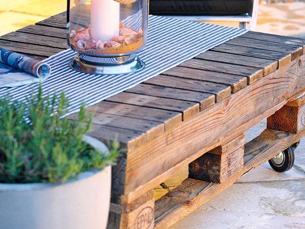 Vintage a eko v jednom – urobte si stolík z paliet