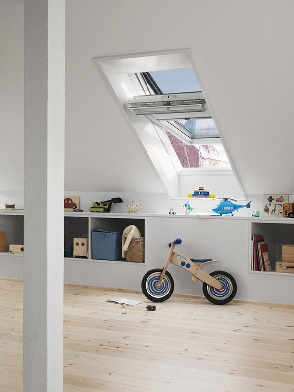Vonkajšia markíza účinne chráni okenné tabule pred slnečnými lúčmi a v detskej izbe udrží v lete príjemnú chladnejšiu klímu.