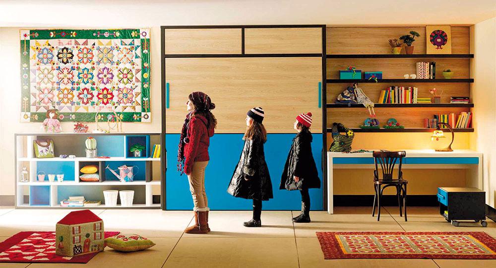 Zariadenie detskej izby pre jedno dieťa nie je veľký kumšt. Viac detí vrôznom veku vjednej izbe si však vyžaduje siahnuť po originálnejších riešeniach. Variabilnými nábytkovými zostavami ušetríte priestor adeti sa naučia poriadku arežimu.