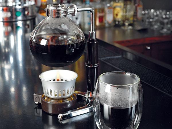 Zahrajte sa na mladých chemikov: vákuový kávovar