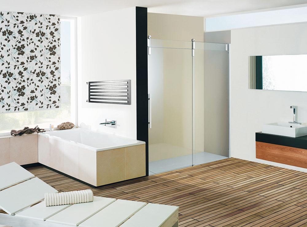 Darius patrí medzi radiátory, ktoré sú vhodne nielen do kúpeľne. Vďaka svojmu dizajnu sa hodí aj do izieb, hál ainých obytných častí domu. Technické vyhotovenie radiátora umožňuje vertikálne aj horizontálne umiestnenie. Upevniť sa dá vpravo aj vľavo. Vhodným doplnkom je chrómový držiak na uteráky, ktorý možno umiestniť podľa fantázie.